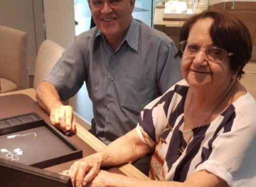 Vovó de 87 anos é viúva, e é pedida em casamento pelo homem que a amou a vida toda. Saiba mais…