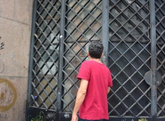 Moradores de Porto Alegre são pegos de surpresa com fechamento de serviços essenciais