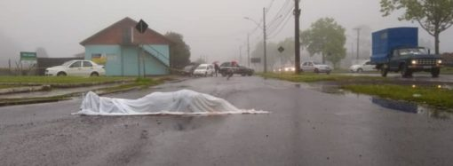 Caminhão tombado na BR-448 causa lentidão em Canoas