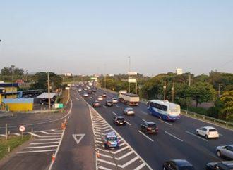 Freeway tem lentidão nesta sexta; 120 mil veículos devem ir para o Litoral até sábado