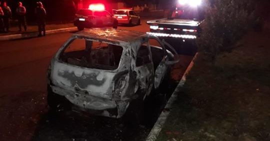 Mulher encontrada morta dentro de carro queimado em Canoas é identificada