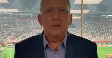 """Galvão pede desculpas após dar """"patada"""" em repórter ao vivo"""