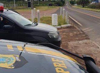 PRF intercepta veículo argentino com giroflex de viatura policial em rodovia do RS