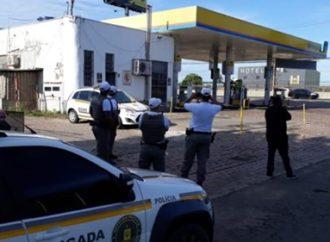 Criminosos quebram banheiro de posto de combustíveis e arrombam cofre em Canoas