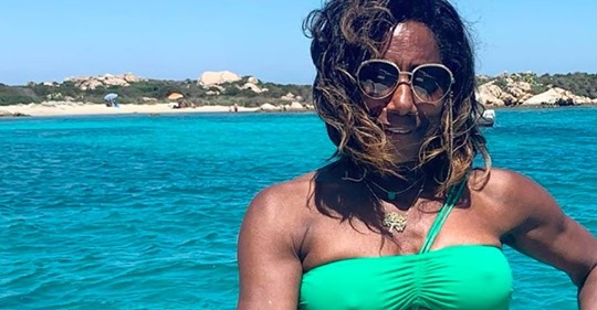 """Após retirada de tumor no cérebro Glória Maria adia retorno à Globo: """"Não sou uma máquina""""glória"""