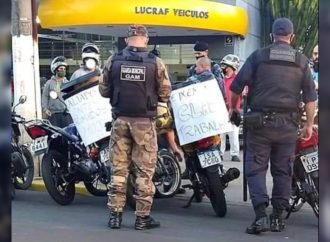 Guarda Municipal faz barreira durante protesto dos moto boys em Gravataí