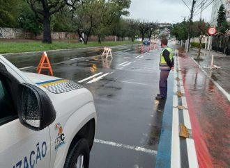 Equipes da prefeitura atuam para minimizar efeitos da chuva