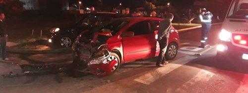 Criança é encontrada em carro ao lado do corpo da mãe após acidente Saiba mais: