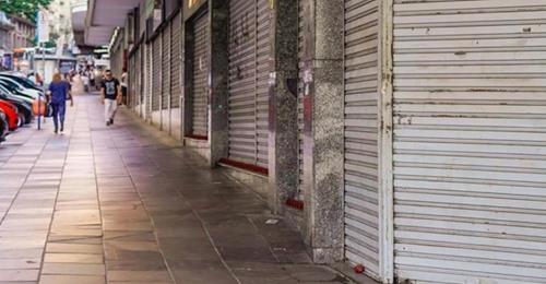 O pessoal está demitindo o que sobrou': comerciantes que voltaram a fechar criticam Marchezan