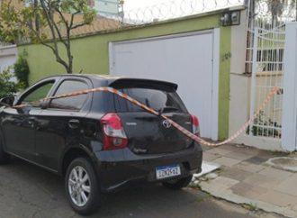 Brigada Militar encontra carros utilizados por criminosos após ataque a banco, em Canoas