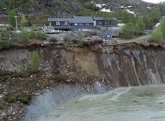 Vídeo: casas são varridas para o mar em deslizamento de terras na Noruega