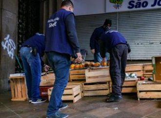 Fiscalização apreende 4 mil produtos e 1,2 tonelada de alimentos vendidos irregularmente