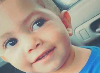 Bebê atingido por tiro dentro de carro está em estado grave