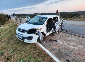 Mulher morre em acidente entre veículo da Secretaria de Saúde de Dom Pedrito e ônibus na BR-293