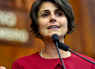Manuela D'Ávila lidera pesquisa em disputa pela prefeitura de Porto Alegre