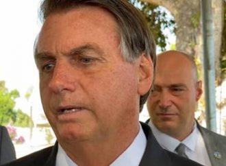 'Não dá pra ficar muito mais tempo com auxílio', diz Bolsonaro