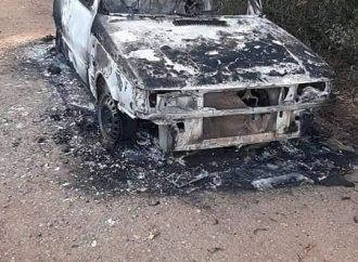 Corpo carbonizado e decapitado é encontrado dentro de Fiat Uno