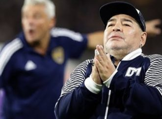 Morre na Argentina Diego Maradona após sofrer parada cardiorrespiratória