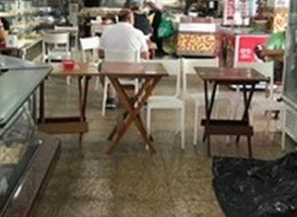 Morador de rua morre em padaria, que continua aberta até corpo ser recolhido