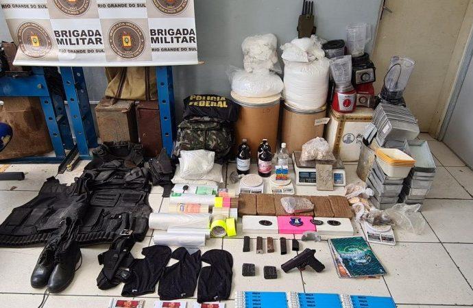 Brigada Militar apreende  drogas, explosivos e armas em Porto Alegre