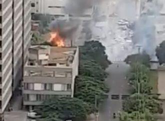 Atenção: incêndio atinge prédio ao lado do Foro Central de Porto Alegre
