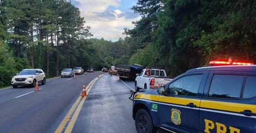 Colisão entre carro e caminhão mata motorista na BR-386