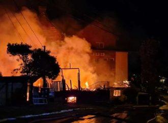 Bombeiros controlam incêndio que atingiu casas em Gramado