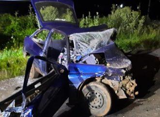 Três pessoas morrem após colisão entre três carros