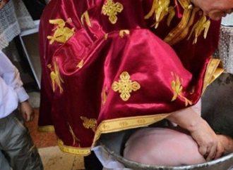 Bebê morre afogado ao ter a cabeça mergulhada em água benta durante cerimônia de batismo. Saiba mais: