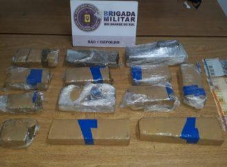 Duas pessoas são presas pela BM por tráfico de drogas