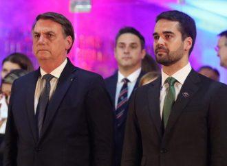 Eduardo Bolsonaro anuncia protocolo de pedido de impeachment contra o governador do RS