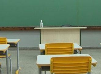 Decisão judicial mantém aulas presenciais suspensas nas escolas públicas e privadas do Rio Grande do Sul Saiba mais: