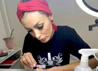 Após se frustrar como pastora, Andressa Urach vira manicure.  Saiba mais: