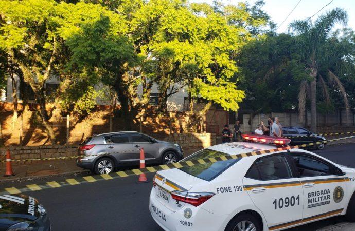 Homem é morto a tiros dentro de carro no Bairro Higianópolis