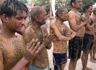 Índia: autoridades pedem que população não use estrume contra a Covid: Vejam o vídeo
