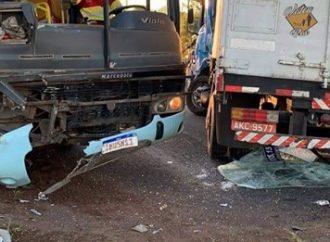 ATENÇÃO: 4 pessoas feridas em colisão frontal entre ônibus e caminhão na BR-386, em Canoas