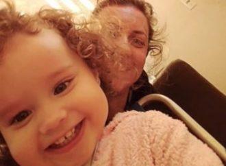 """""""Nunca vou ouvi-la dizer mãe"""", diz mulher que perdeu filha no ataque a creche"""