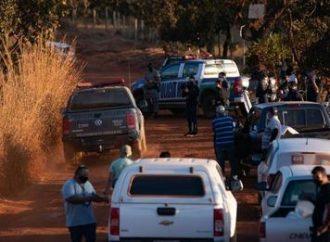 Assustados, moradores fogem de área onde polícia faz buscas a Lázaro