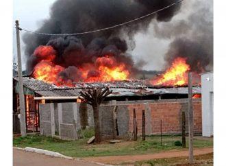 Mãe coloca fogo na casa dos netos e da filha