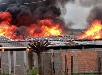 Mãe coloca fogo na casa da filha e dos netos