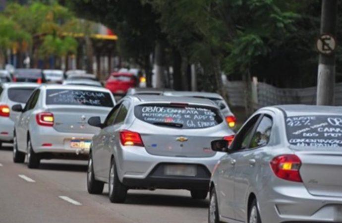 Motoristas de aplicativo fazem manifestação para pedir reajuste