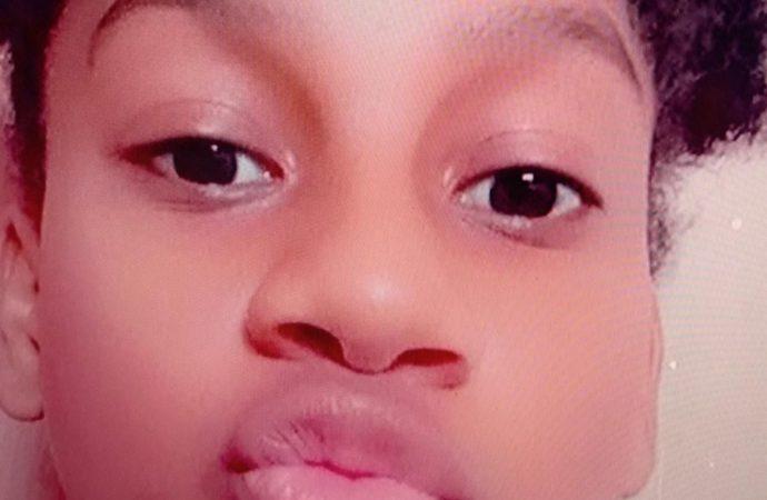 Adolescente de 13 anos é espancada e esfaqueada até a morte dentro de casa