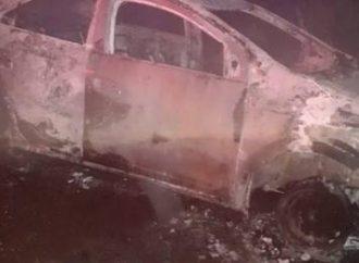 Homem é encontrado queimado dentro do porta-malas de carro roubado
