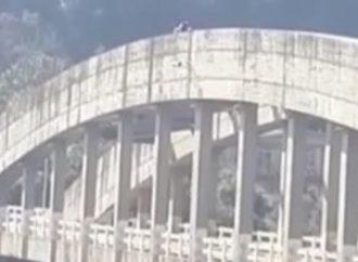 Casal é gravado fazendo sexo em cima de ponte