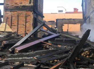 CANOAS: casal que perdeu tudo em incêndio precisa de doações