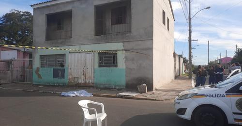 Homem é morto a tiros enquanto caminhava pela rua em Canoas