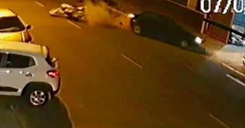 Vídeo mostra grave acidente entre carro, moto e ônibus em Canoas