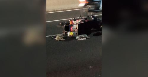 Motociclista morre após cair e ser atropelado por caminhão