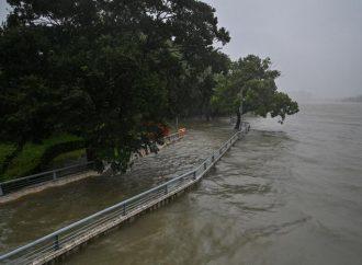 VÍDEO: Tufão In-Fa atinge o leste da China após inundações devastadoras