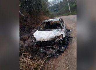 VIOLÊNCIA: polícia encontra homem morto a tiros perto de carro queimado